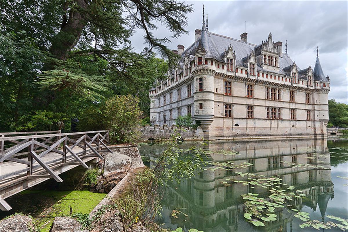Château d\'Azay-le-Rideau - Visit the châteaux of Touraine between ...
